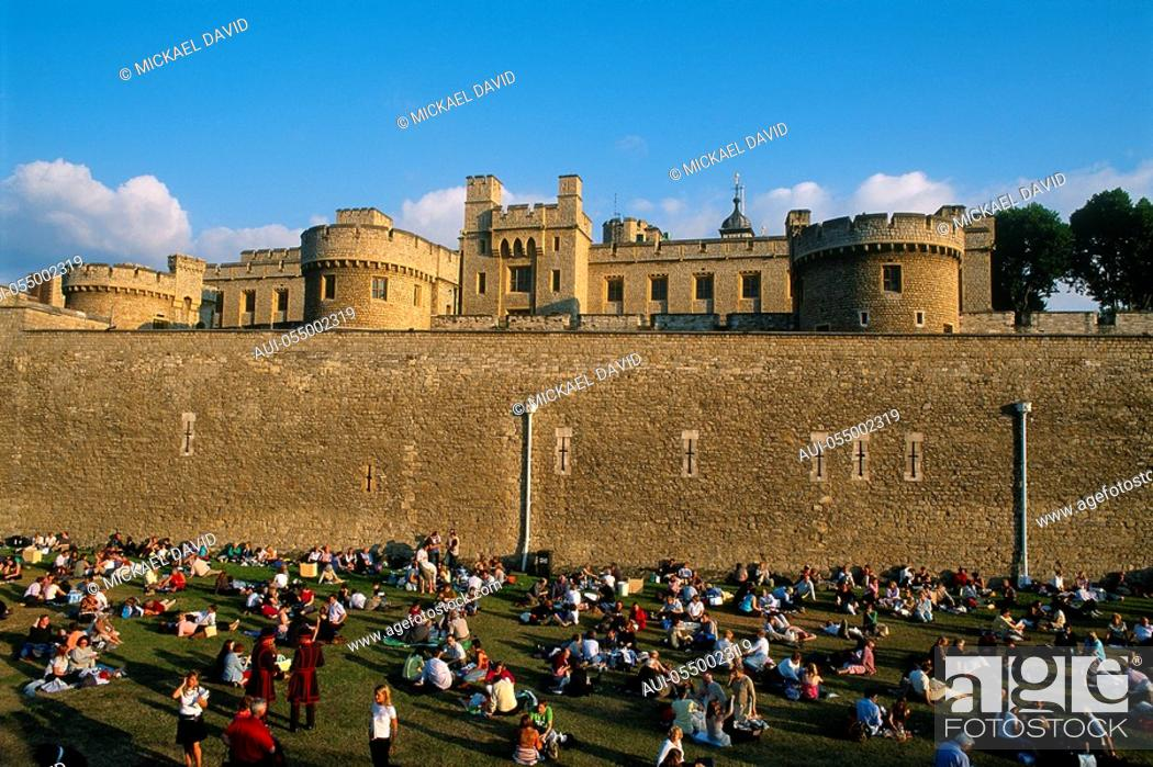 Stock Photo: England - London - The City - Tower of London - tourists.