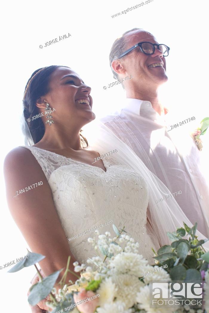 Imagen: Beuautiful intercultural couple, wedding.