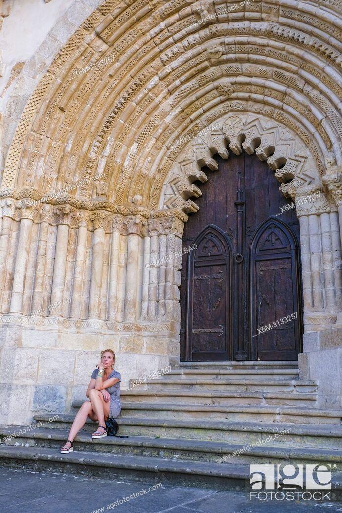 Imagen: Woman in a church door. San Pedro de la Rua church. Estella. Navarre, Spain, Europe.