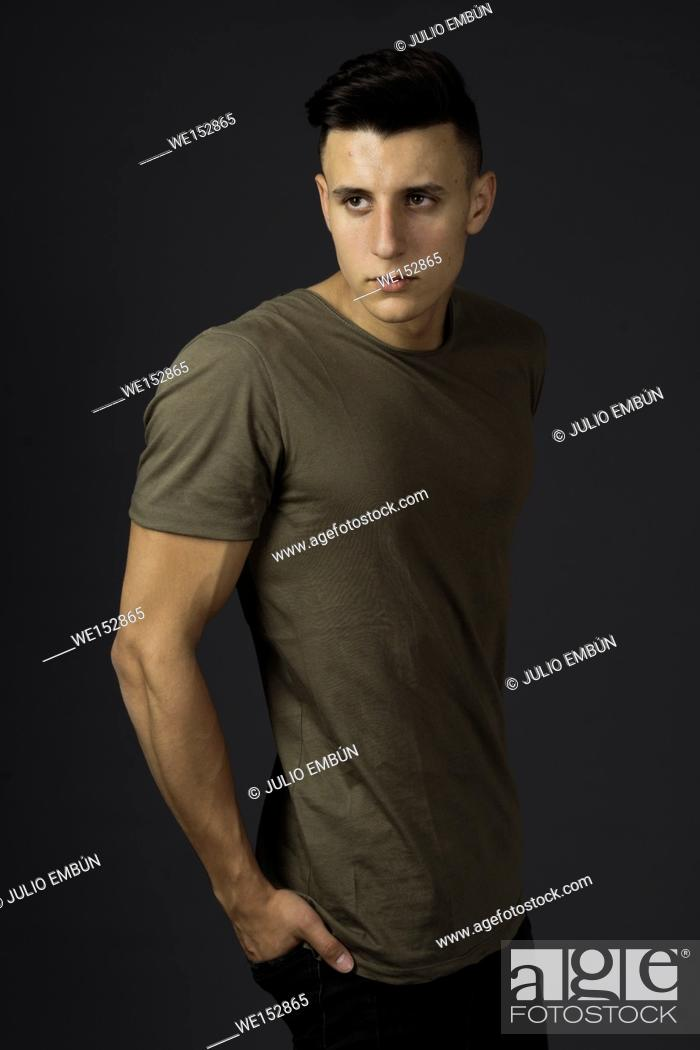 Photo de stock: Muscular young model poses in the studio.