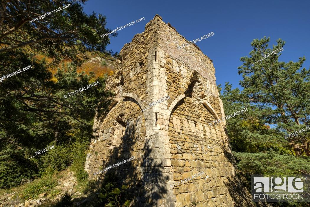 Stock Photo: Tower of Felipe II, - castillo viejo -, old lookout tower that defended the passage, Roman road, Boca del Infierno route, Valley of Hecho, western valleys.