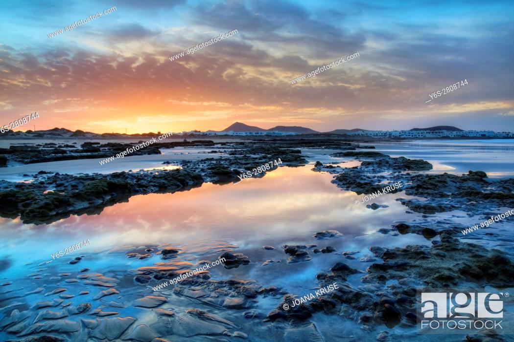 Stock Photo: Playa de Famara, Caleta de Famara, Teguise, Lanzarote, Canary Islands, Spain.