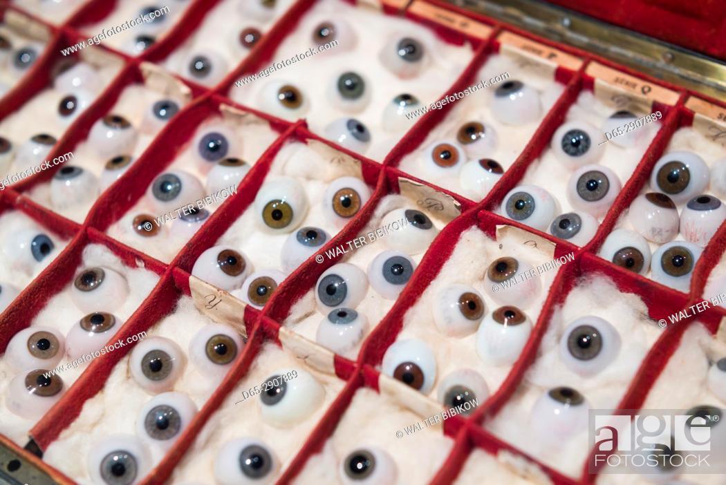 Imagen: USA, New York, Finger Lakes Region, Corning, Corning Museum of Glass, glass eyes.