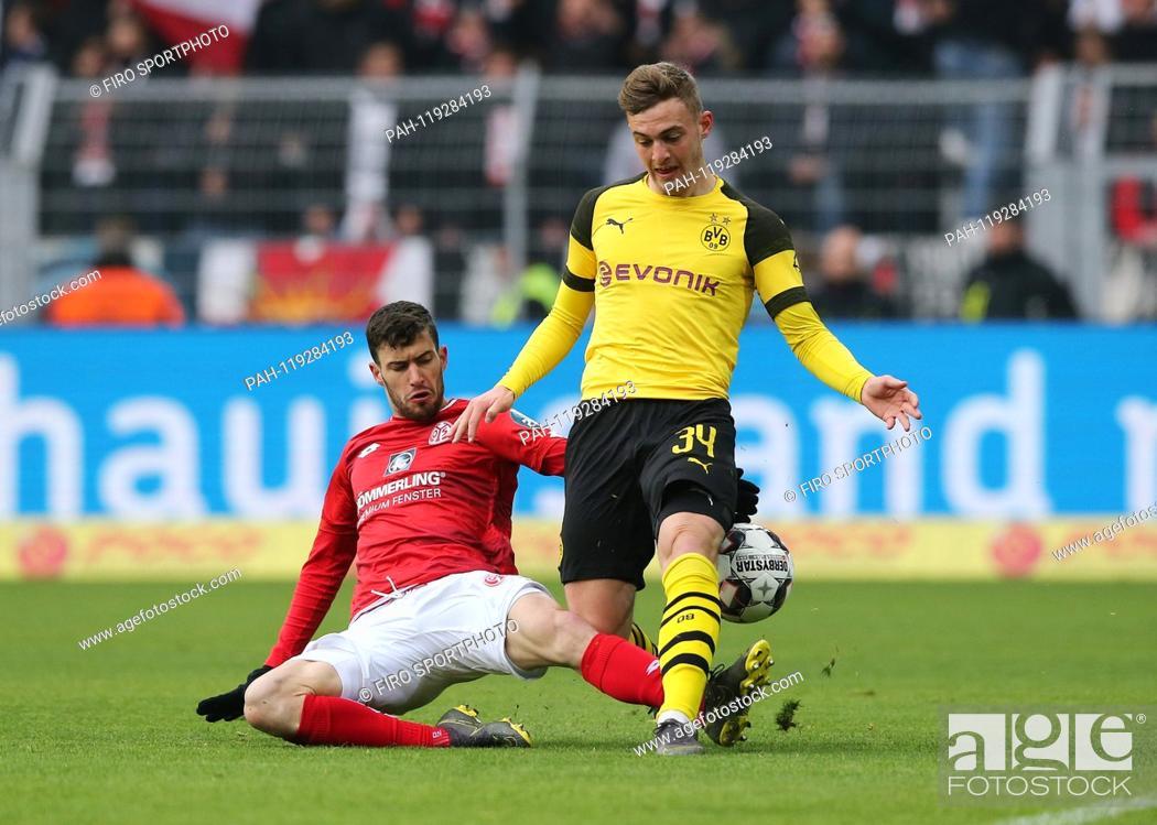 Imagen: firo: 13.04.2019, football, 1.Bundesliga, season 2018/2019, BVB, Borussia Dortmund - FSV FSV FSV Mainz 05 2: 1, AARON vs BRUUN LARSEN.