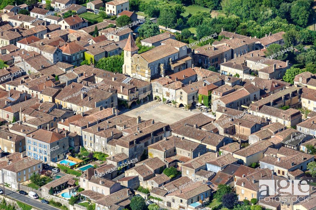Stock Photo: France, Dordogne, Monpazier, labelled Les Plus Beaux Villages de France (The Most Beautiful Villages of France), the walled city square and the church (vue.