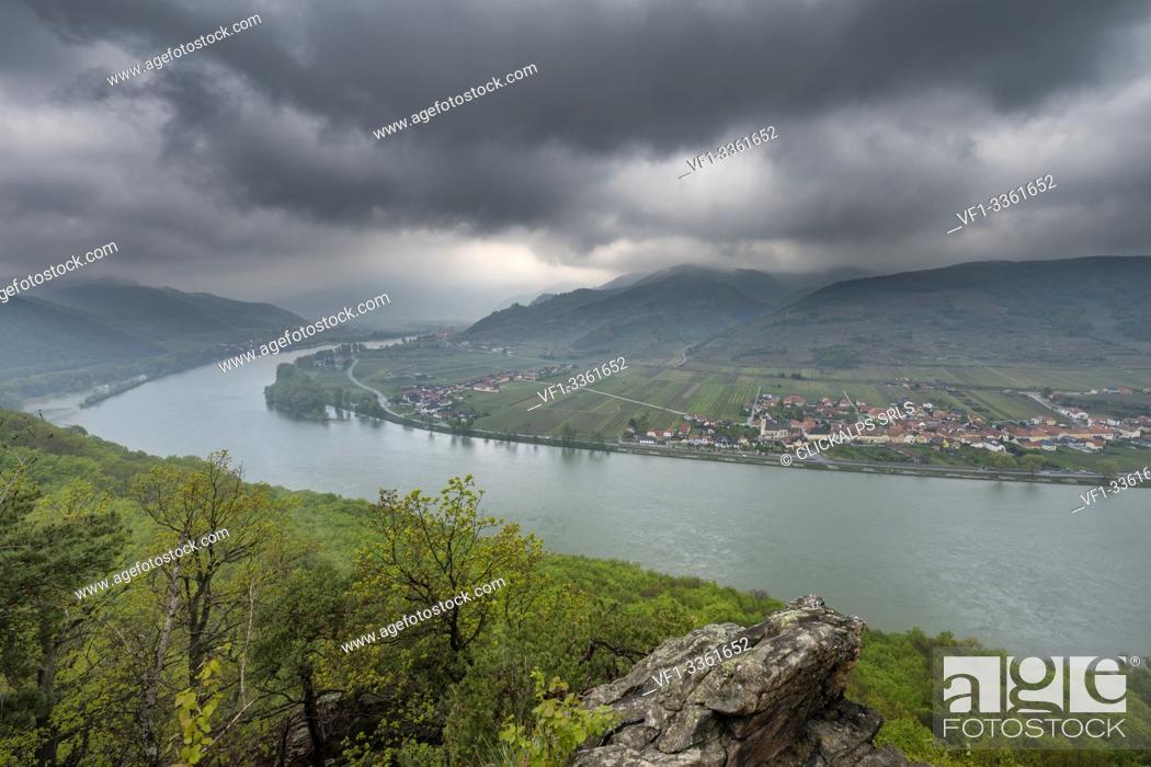 Stock Photo: Mautern an der Donau, Bergern im Dunkelsteinerwald, district of Krems, Wachau, Lower Austria, Austria, Europe. Danube river with the villages of Rossatz.