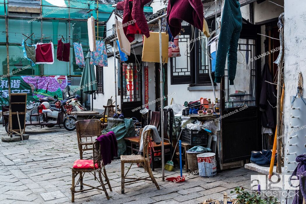 Photo de stock: In front of a house, Ancient water town of Tongli, Suzhou, Jiangsu Province, China.