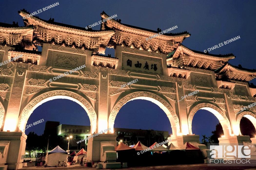 Stock Photo: Asia, Taiwan, Taipei, Chiang Kai Shek memorial hall 2008.
