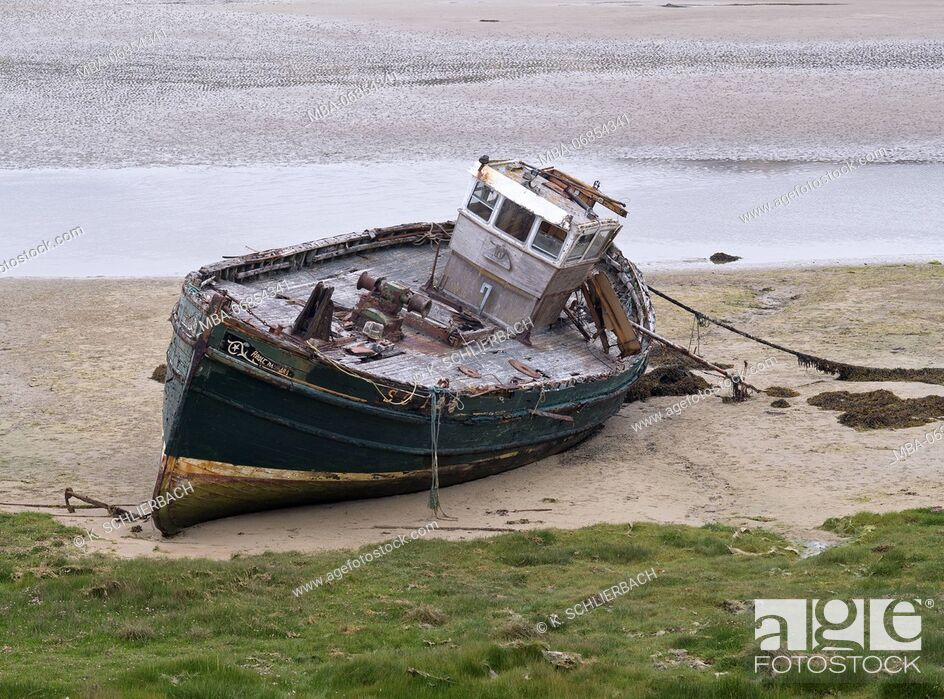 Stock Photo: Ireland, Donegal, ship wreck at the Gweedore Bay close Derrybeg.