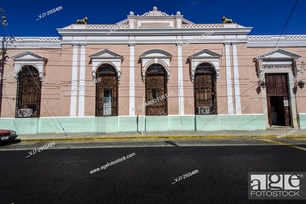 Stock Photo: Colorful colonial buildings in the historic center, Merida, Riviera Maya, Yucatan Province, Mexico, Central America.