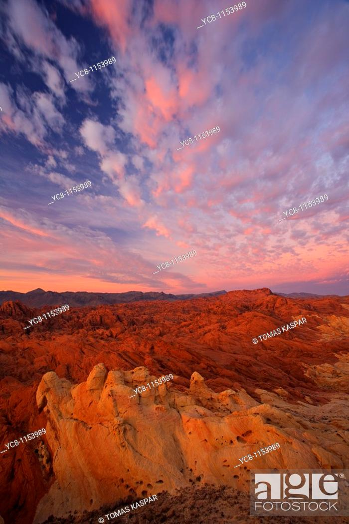 Stock Photo: Sunrise over Valley of fire state park.