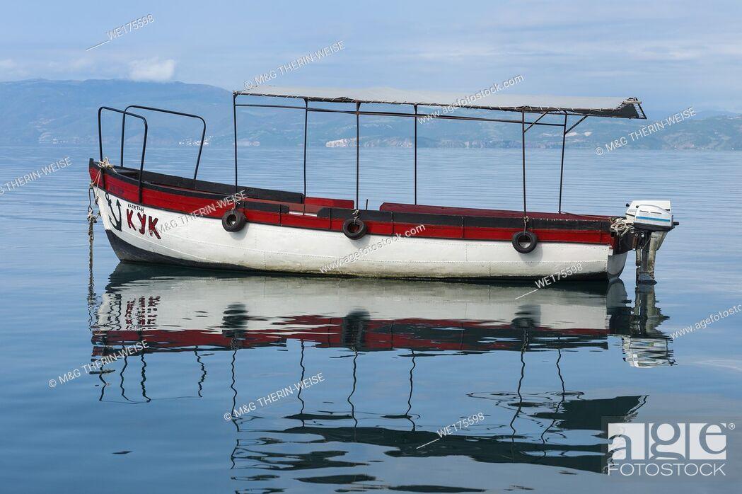 Imagen: Small Boat reflecting in Ohrid Marina, Ohrid, Macedonia.