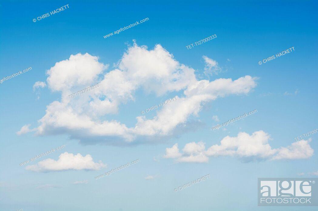 Imagen: Clouds in blue sky.