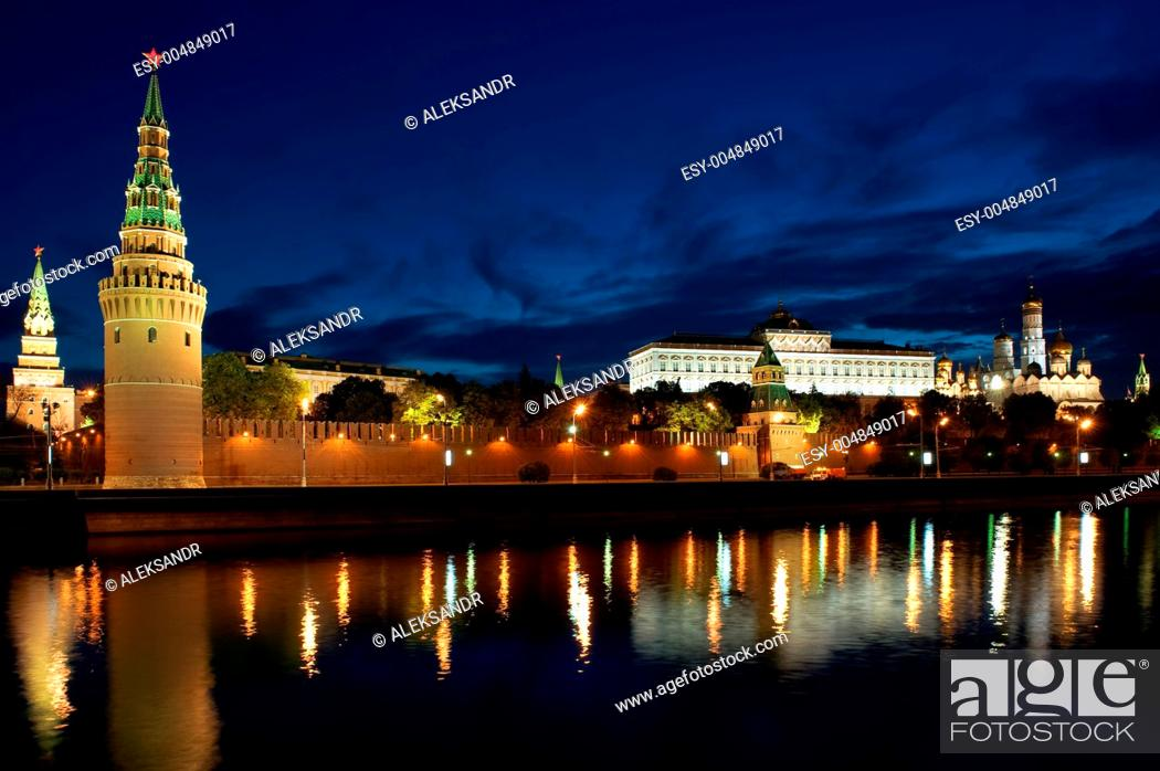 Imagen: Russia Kremlin and river in Moscow close up.