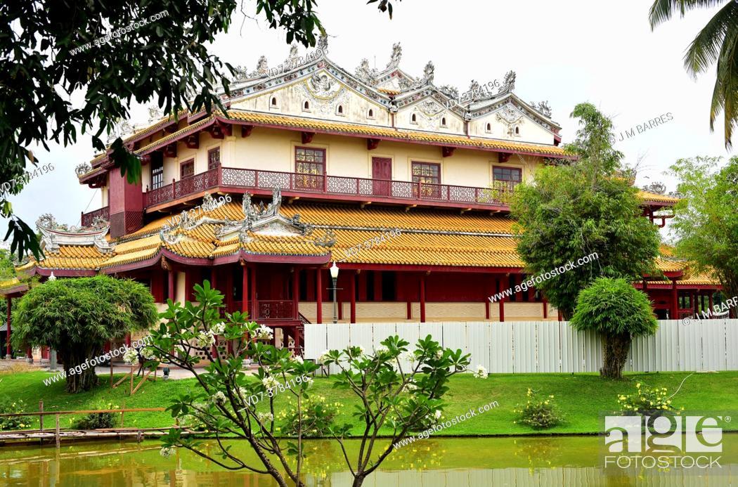 Imagen: Ayutthaya, Phra Thinang Wehart Chamrun or Heaventy Light on Bang Pa-In Palace. Phra Nakhon Si Ayutthaya, Thailand.