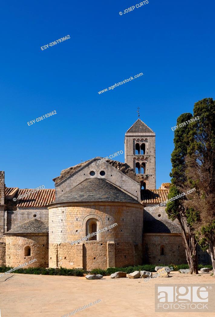 Photo de stock: Romanesque monastery of Santa Maria de Vilabertran, Alt Emporda, Girona province, Spain.