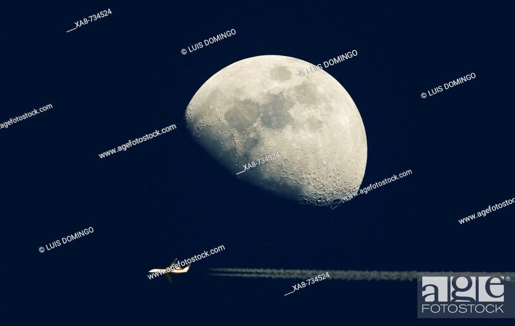 Luna en cuarto creciente, Stock Photo, Picture And Rights Managed ...