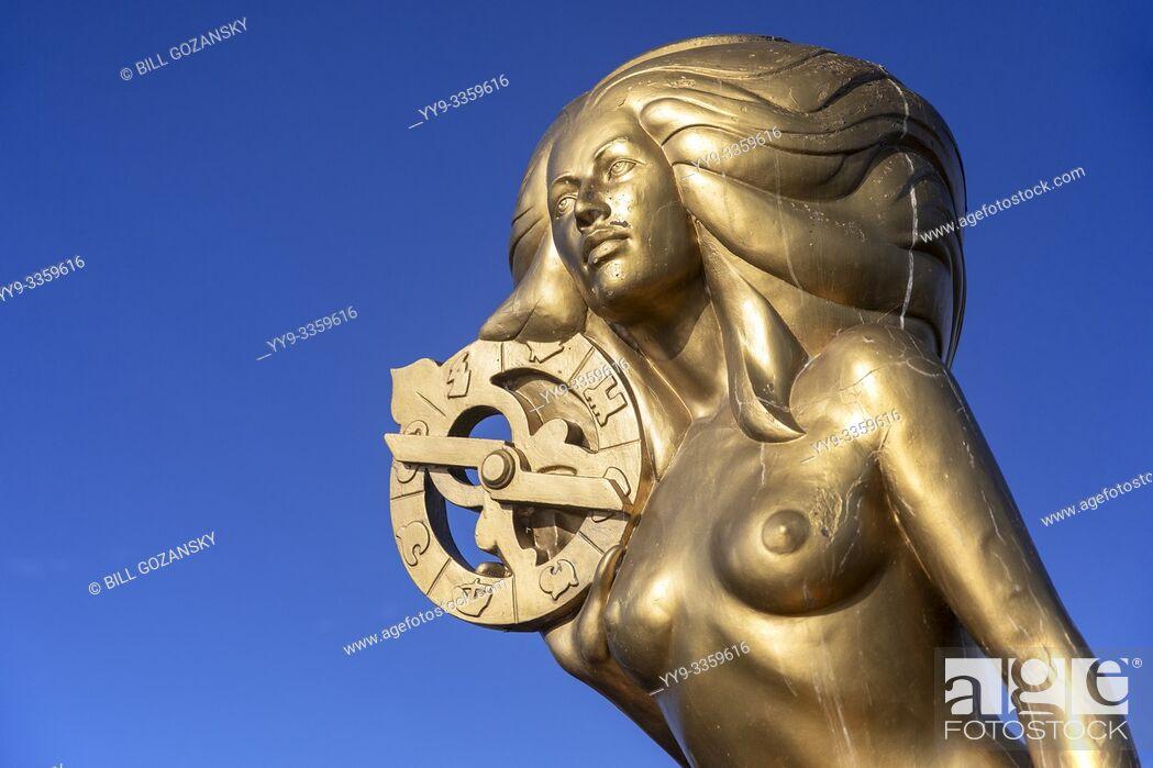 "Photo de stock: Ganges Harbour Mermaid - Bronze mermaid statue named """"Nerissa"""" by artist: Thomas Richard McPhee - Salt Spring Island, British Columbia, Canada."