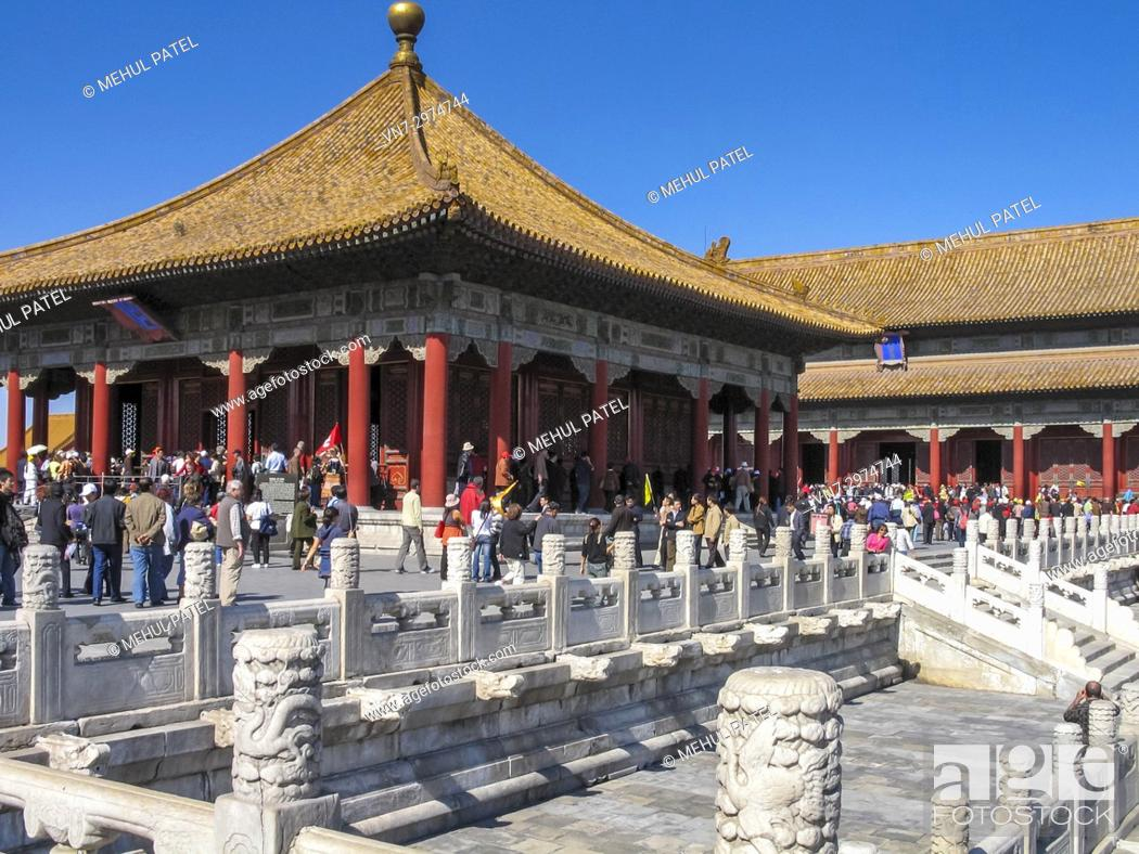 Imagen: The Hall of Central Harmony (Zhonge Dian - Chinese) (front) and the Hall of Preserving Harmony (Baohe Dian) (right rear) inside the Forbidden City, Beijing.