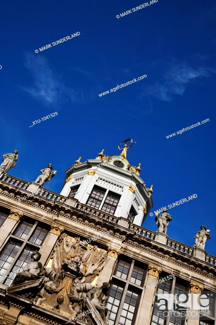 Imagen: La Maison des Boulangers with its octagonal dome in The Grand Place Brussels Belgium.