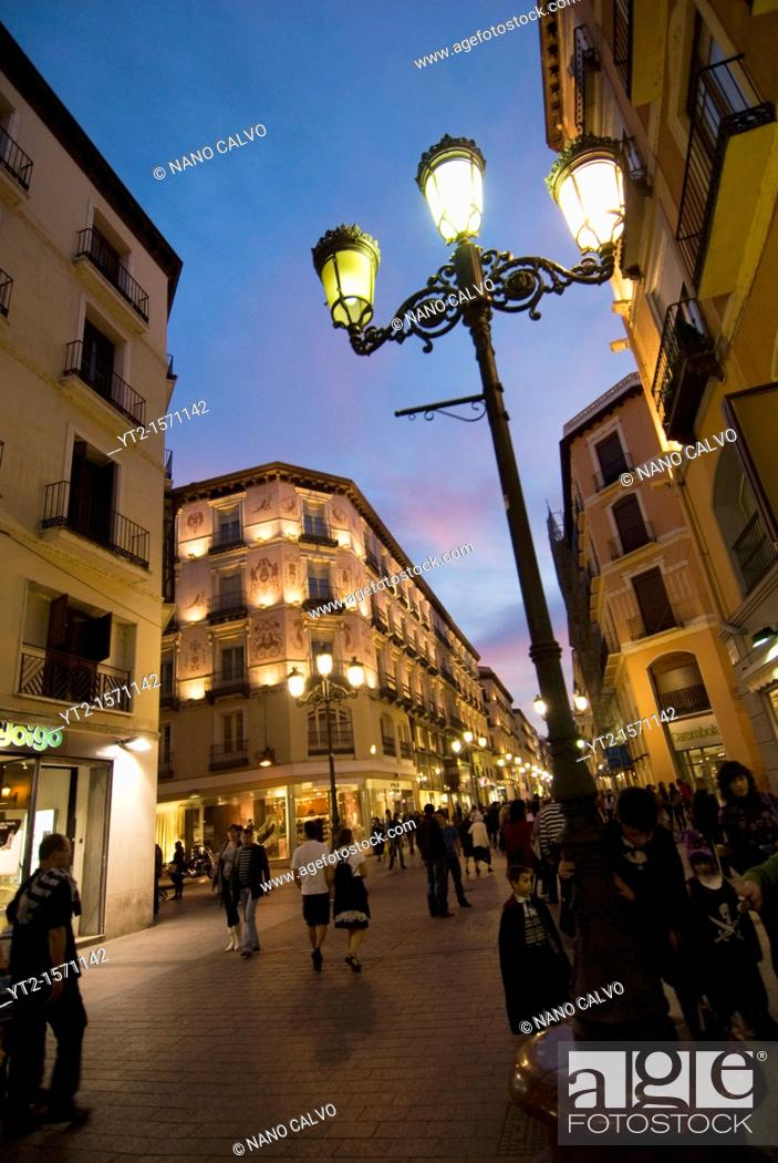 Photo de stock: Popular Calle Alfonso, in the Coso area of Zaragoza.
