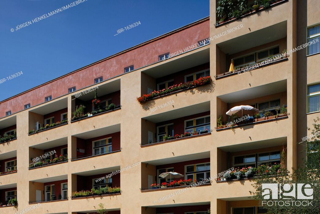 Stock Photo: Wohnstadt Carl Legien residential area, Berlin Modernism Housing Estates, UNESCO World Heritage Site, built in 1928-1930 by Bruno Taut and Franz Hillinger.
