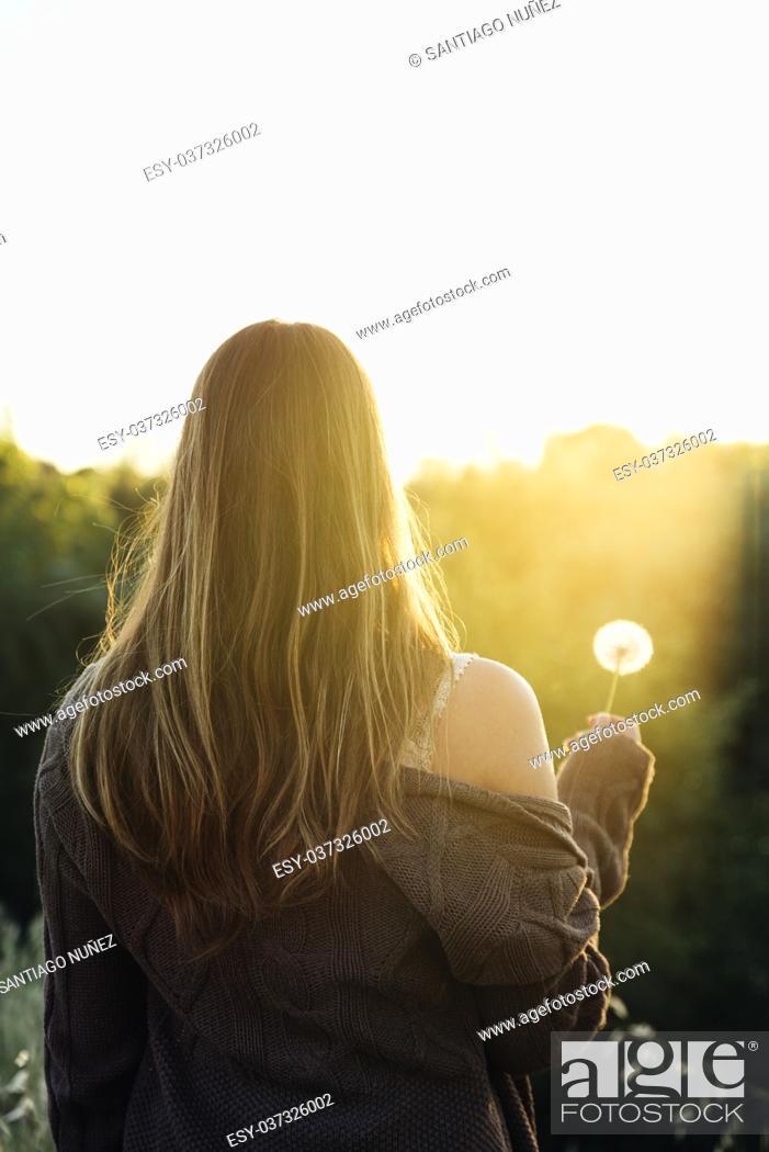 Photo de stock: Woman with dandelion in the park.