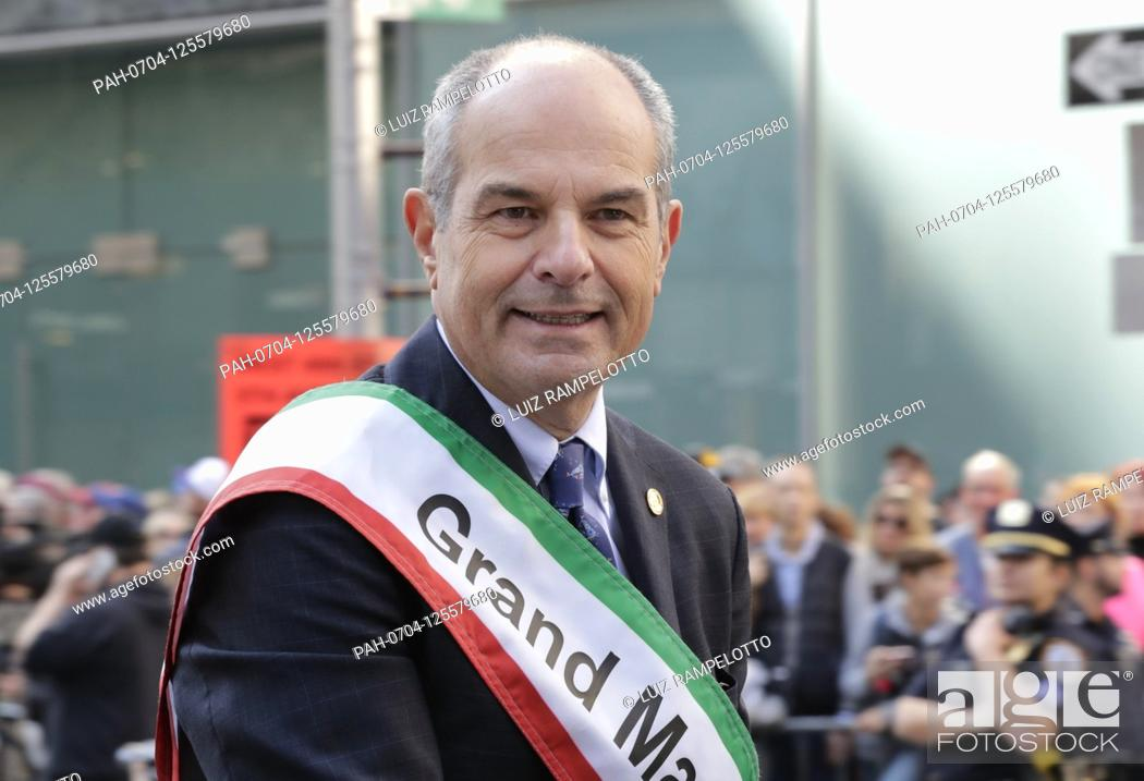 Imagen: Fifth Avenue, New York, USA, October 15, 2019 - Grand Marshal Massimo Ferragamo Along with Thousands of Peoples Participated the 2019 Columbus Day Parade in New.