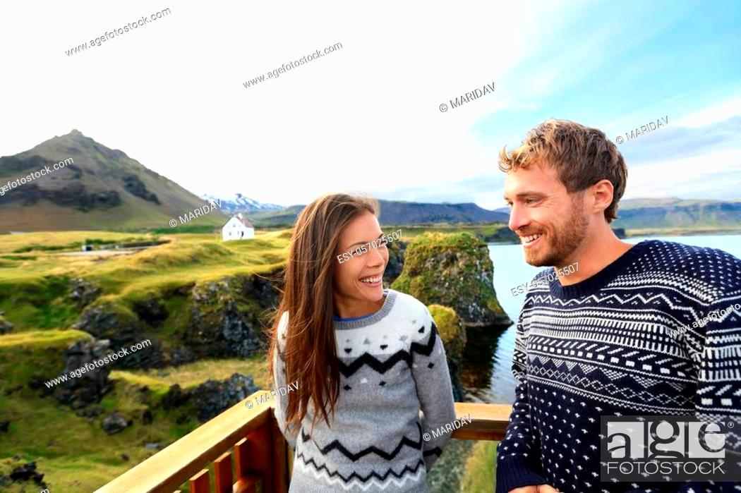 Imagen: Tourist couple on romantic travel on Iceland. Happy couple sightseeing as tourists visiting landmarks and attractions in Arnarstapi, Snaefellsnes, Iceland.