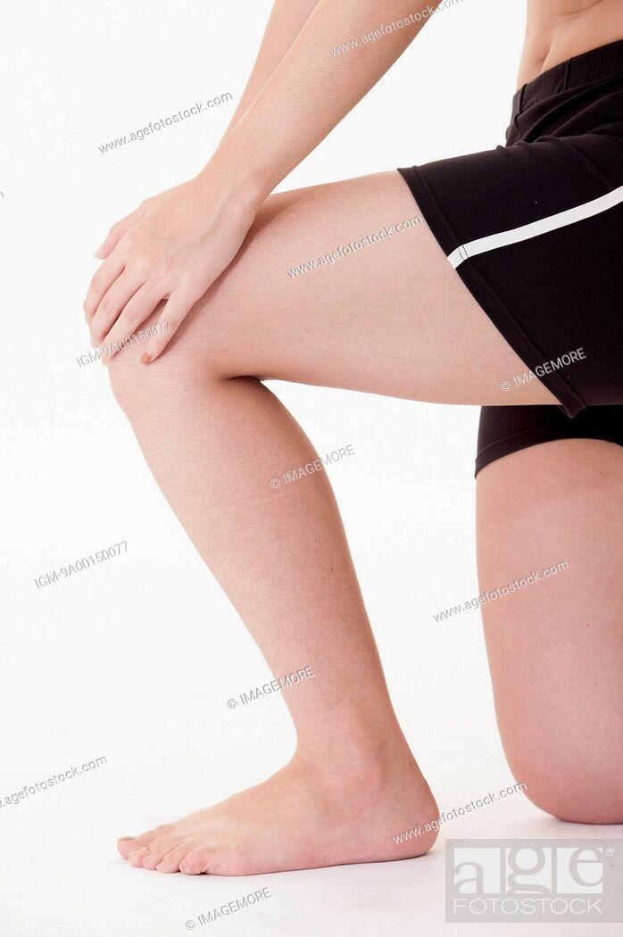 Imagen: Young woman's leg.