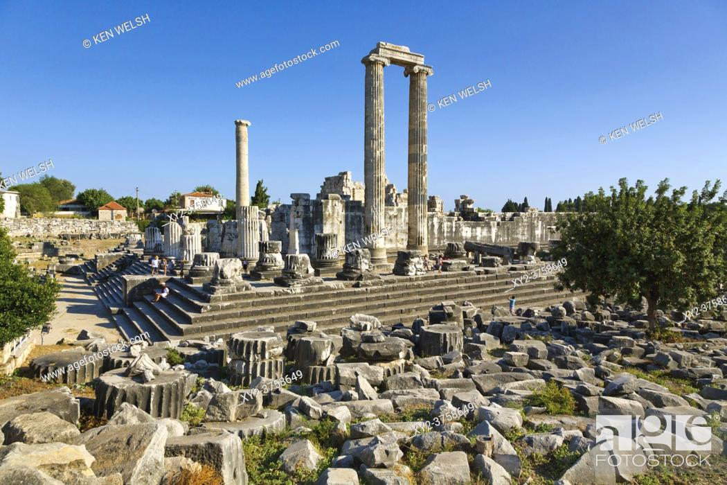 Stock Photo: Ruins of ancient Didyma at Didim, Aydin Province, Turkey. Temple of Apollo.