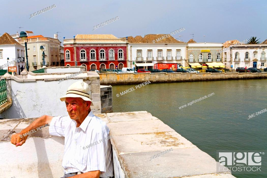 Stock Photo: Portugal, Algarve, Tavira, roman bridge.
