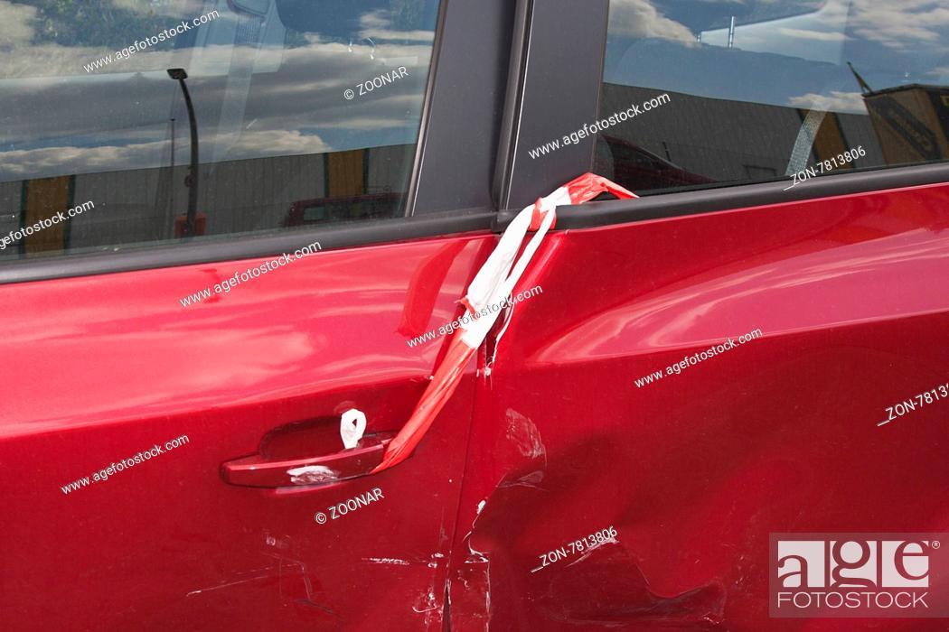 Verkehrsunfall, beschädigtes Auto, Berlin, Deutschland