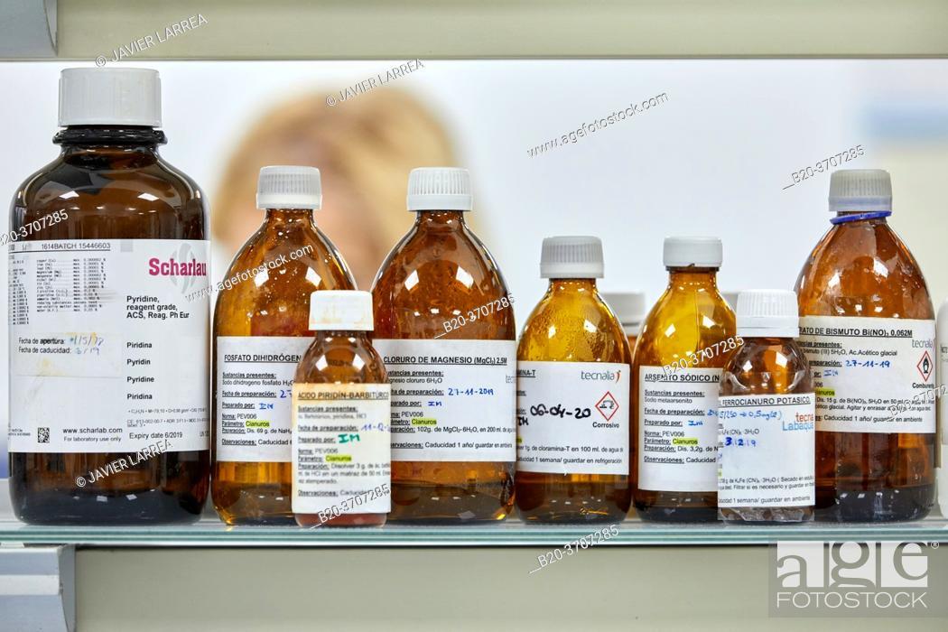 Imagen: Reagents, Environmental laboratory, Chemical Laboratory.
