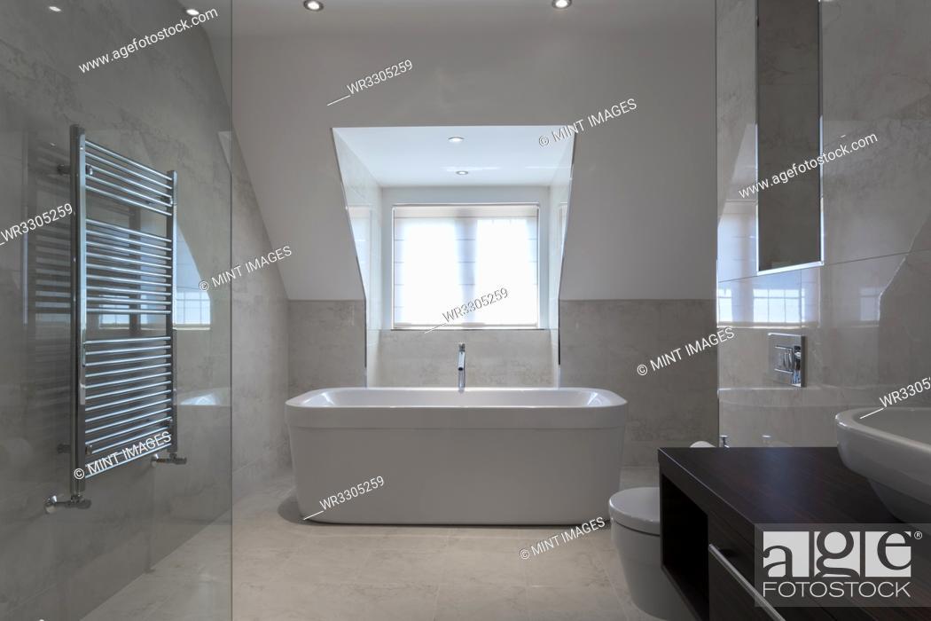 Photo de stock: Bathtub in modern bathroom.