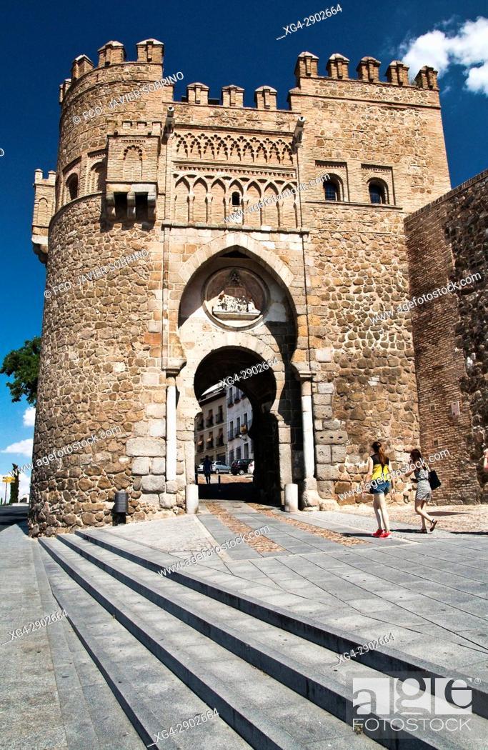 Stock Photo: Puerta del Sol en la muralla de Toledo. Castilla La Mancha. España. Europa.