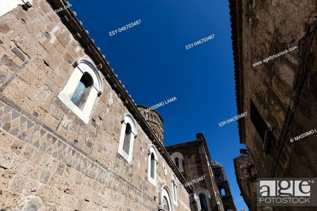 Imagen: Ancient medieval streets of Caserta Vecchia. Italy.