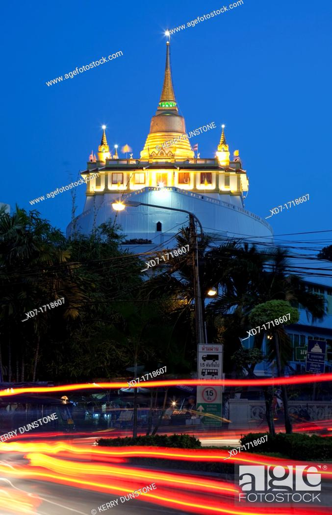 Imagen: Wat Saket and the Golden Mount by night, Banglamphu, Bangkok, Thailand.
