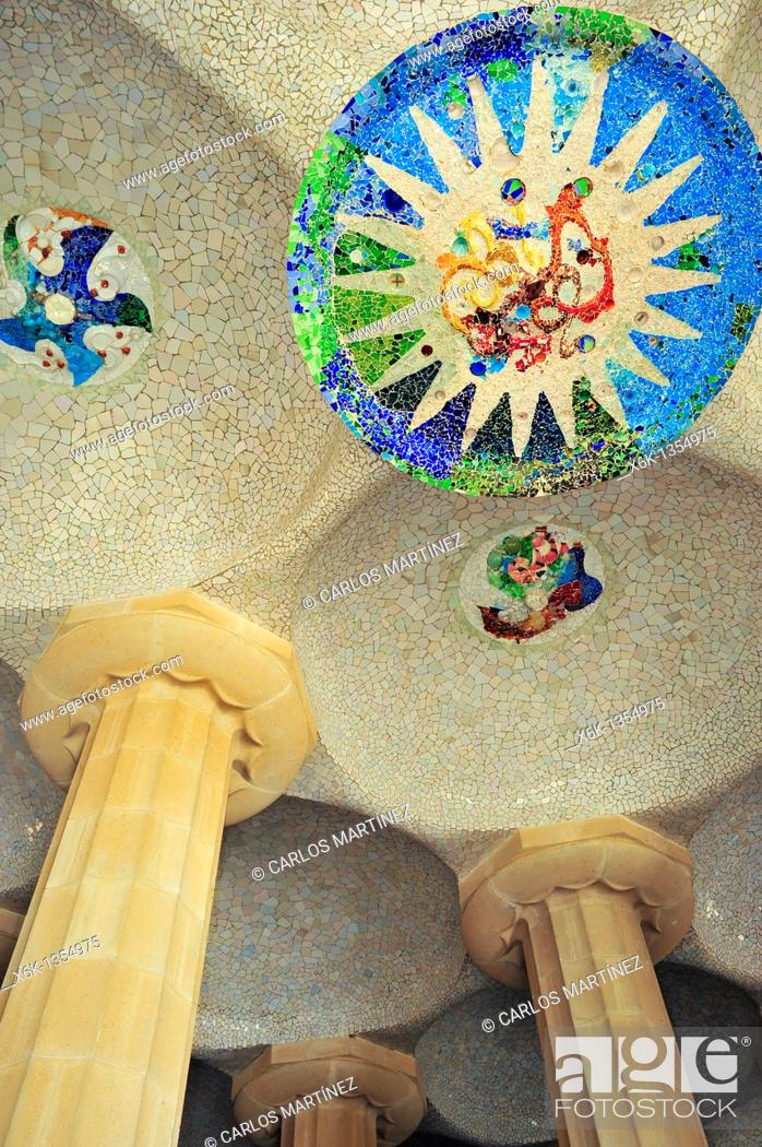 Stock Photo: Detalle del techo de la sala hipóstila del Park Güell, Antoni Gaudí i Cornet Siglo XX, Barcelona, Catalunya, España.