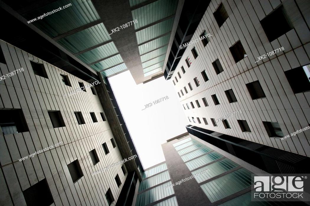 Stock Photo: Pati interior de bloc de pisos a la vall d'hebrón, Barcelona.