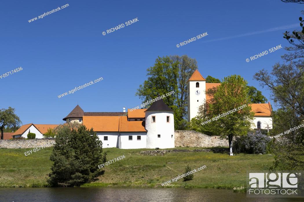 Stock Photo: Stronghold of Zumberk, Southern Bohemia, Czech Republic.