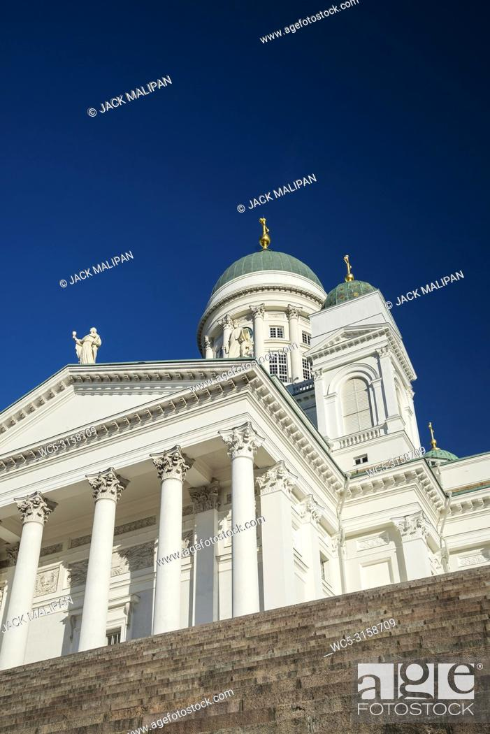 Imagen: Helsinki city cathedral landmark in senate square finland.
