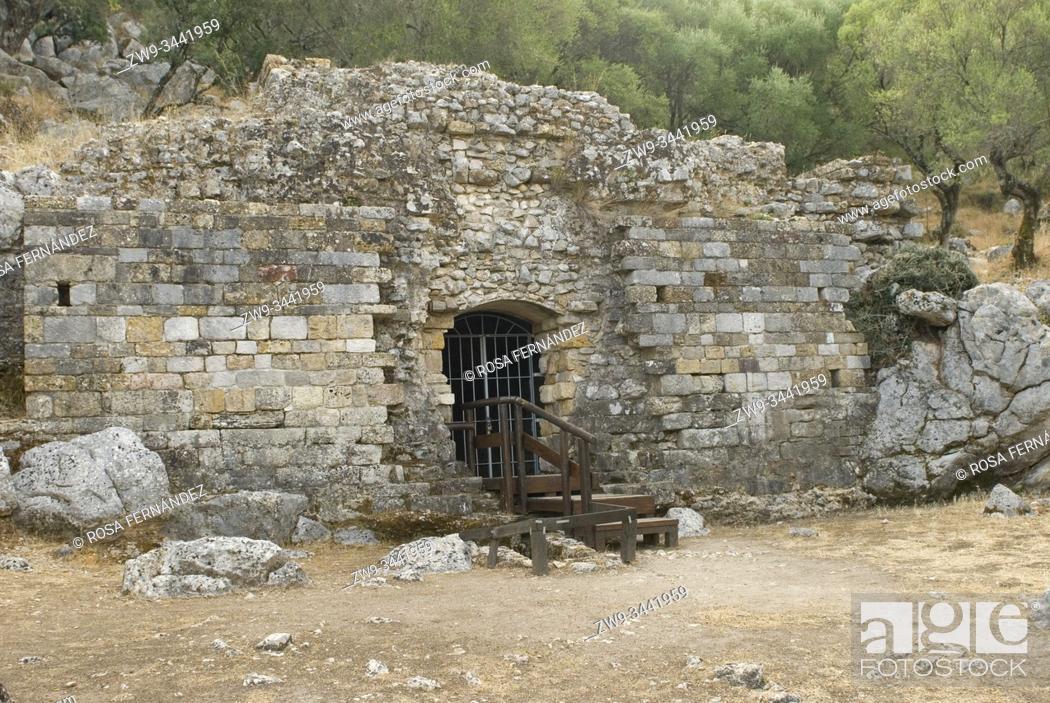 Photo de stock: Mausoleum, Roman city of Ocuri, II Century A.C., Salto de la Mora Hill, Ubrique, Grazalema Range, province of Cadiz, Andalucía, Spain.