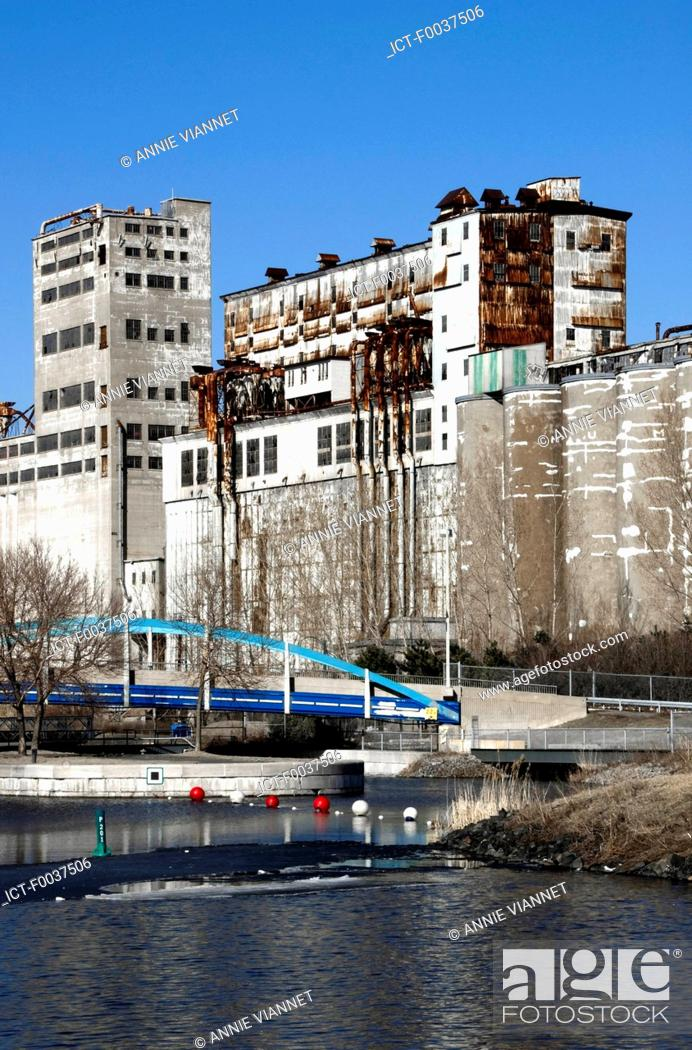 Stock Photo: Canada, Quebec, Montreal, Lachine canal, locks park.