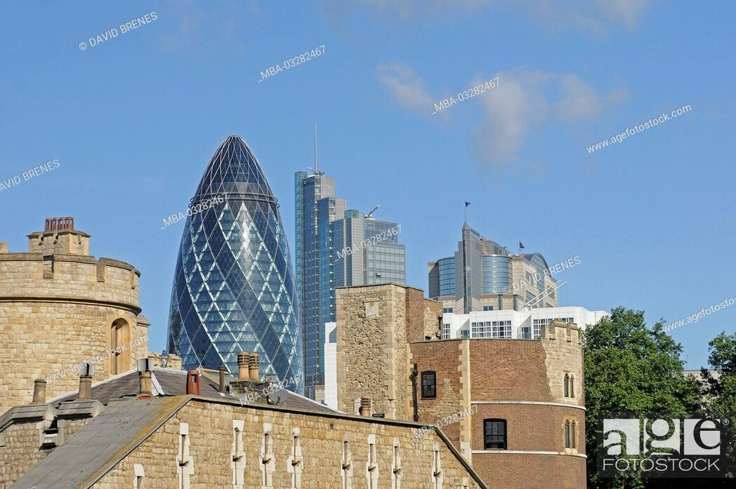 Imagen: London, The Gherkin, view of the Tower of London, England,.