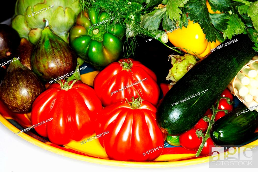 Photo de stock: Plate of assorted vegetables.