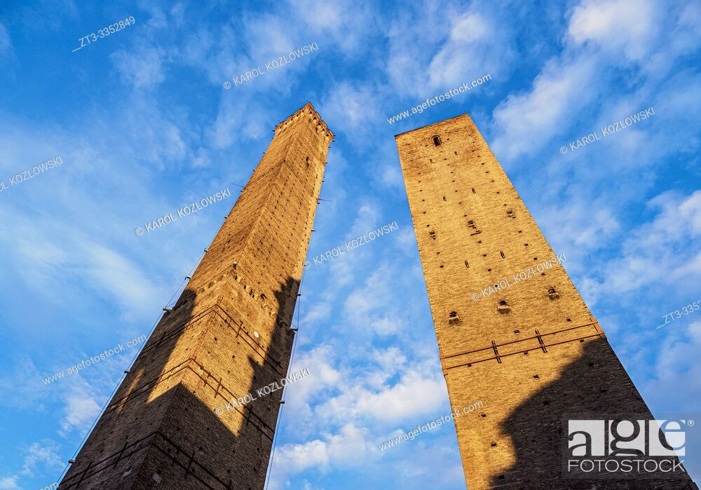 Imagen: The Two Towers at sunrise, Bologna, Emilia-Romagna, Italy.