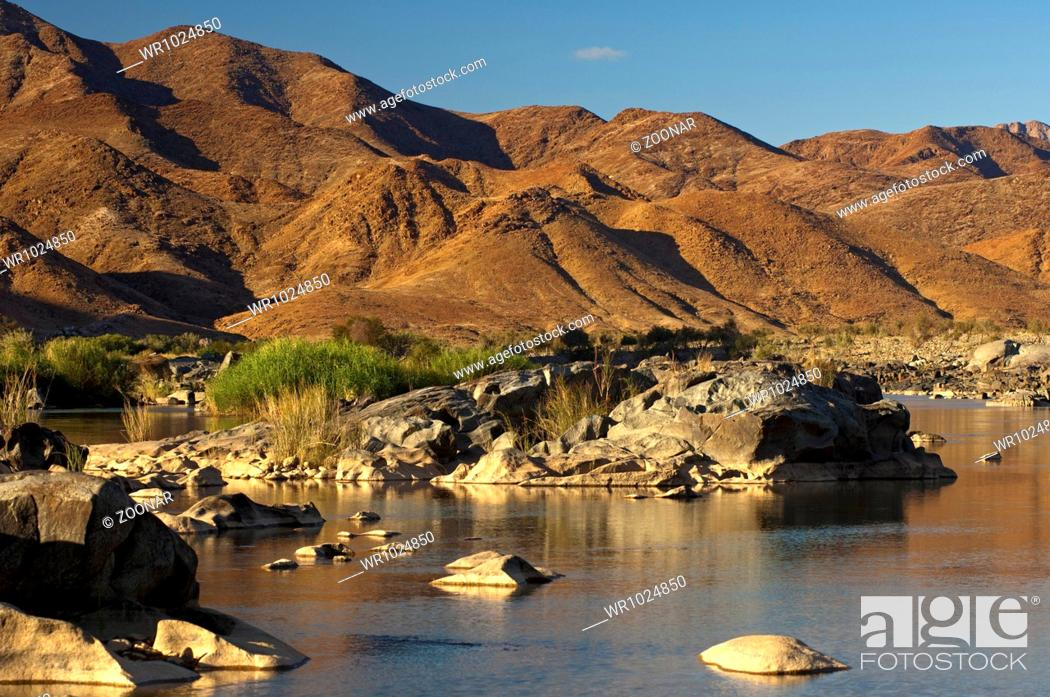Stock Photo: Valley of the Orange River in the Richtersveld.
