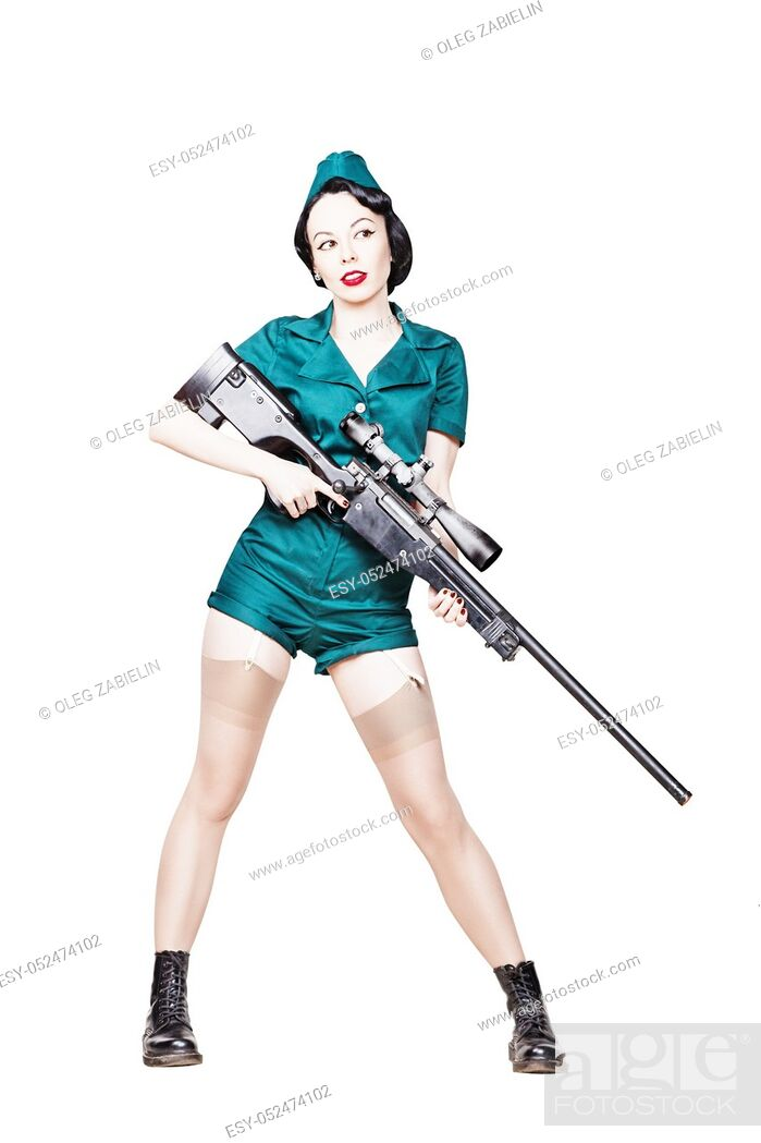 Imagen: Portrait of Beautiful Brunette with black hair. Pin up Female Dressed in military clothing Uniform and Garrison cap with sniper rifle.