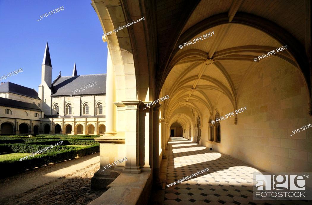 Stock Photo: France, Anjou, Maine et Loire, Fontevraud l'Abbaye, Loire Valley on World Heritage list of UNESCO, Abbaye of Fontevraud, XII-XVII century, cloister.